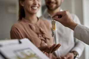 Couple buying house   SIGNATURE PROPERTIES GROUP