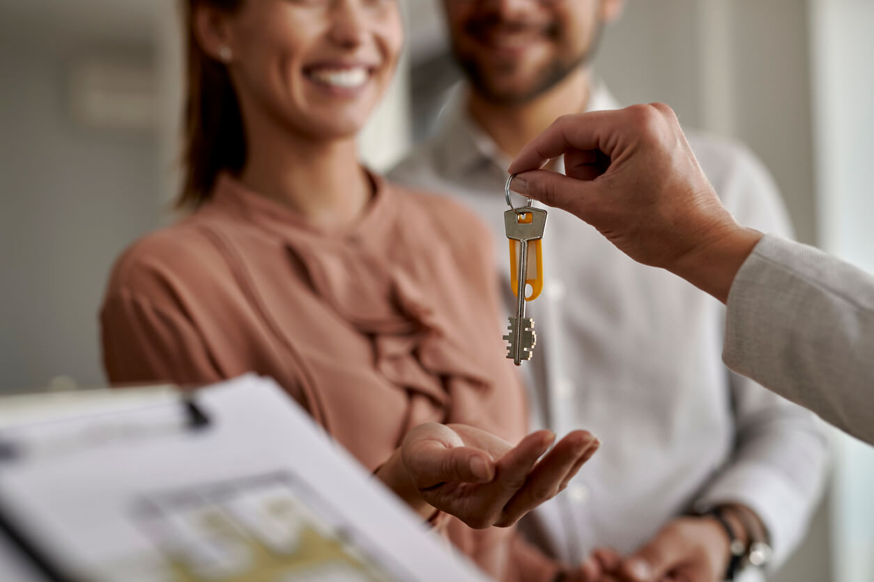 Couple buying house | SIGNATURE PROPERTIES GROUP